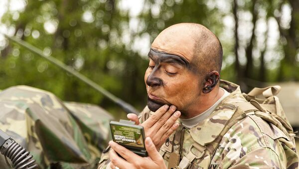 Aмерички војник се спрема за вежбе НАТО-A - Sputnik Србија