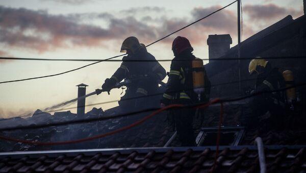Ватрогасци гасе пожар на Зеленом венцу у Београду - Sputnik Србија