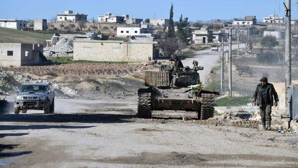 Војници сиријске армије у насељу Ел Дејр ел Шарки ослобођеном од терориста у сиријској провинцији Идлиб - Sputnik Србија