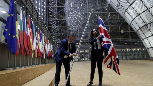 Склањање британске заставе из седишта Европске уније у Бриселу - Sputnik Србија