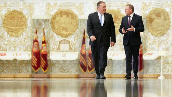 Američki državni sekretar Majk Pompeo i beloruski ministar spoljnih poslova Vladimir Makej dolaze na zajedničku konferenciju za medije u Minsku - Sputnik Srbija