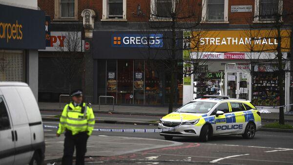 Полиција врши увиђај након што је мушкарац у Лондону ножем напао неколико пролазника - Sputnik Србија