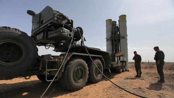 Protivvazdušni raketni sistem S-400 Trijumf na poligonu u Astrahanskoj oblasti - Sputnik Srbija