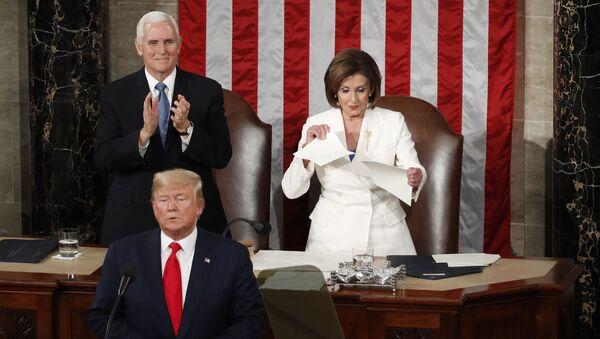 Председник САД Доналд Трамп и председавајућа Представничког дома америчког Конгреса Ненси Пелоси - Sputnik Србија