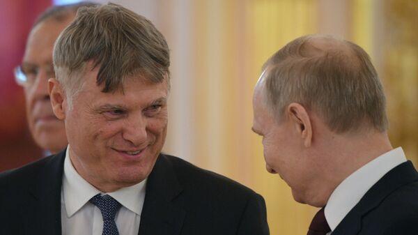 Ambasador Srbije Miroslav Lazanski sa predsednikom Rusije Vladimirom Putinom prilikom predaje akreditiva - Sputnik Srbija