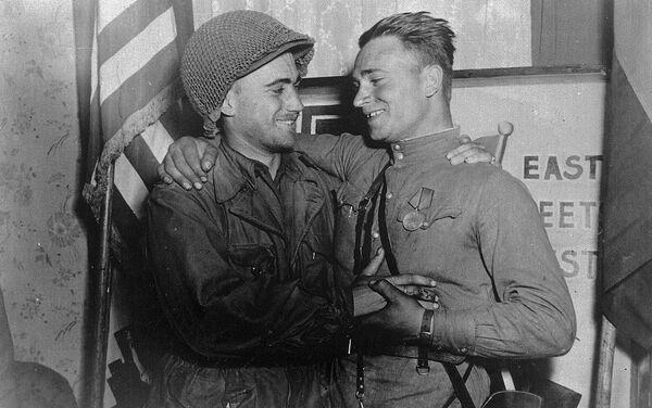 Сусрет совјетских и америчких војника на Елби, Други светски рат - Sputnik Србија