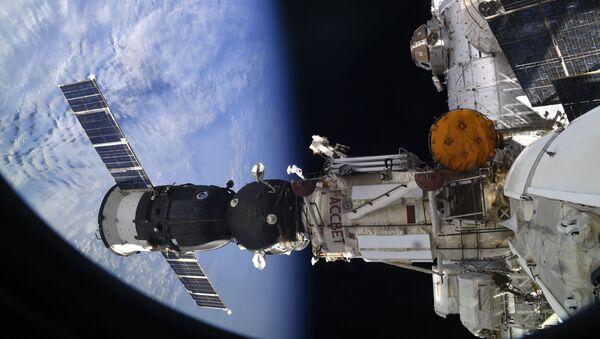 Svemirski brod Sojuz - Sputnik Srbija