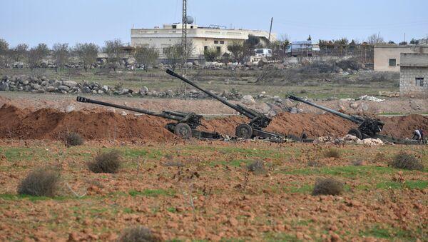 Артиљеријско оруђе сиријских владиних снага на уласку у град Џарџаназ у сиријској провинцији Идлиб - Sputnik Србија