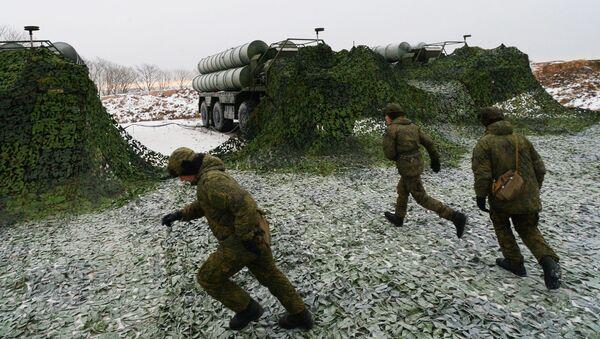 Војници поред противваздушних ракетних система Источног војног округа Русије  - Sputnik Србија