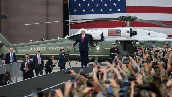 Američki predsednik Donald Tramp obraća se vojnicima u vojnoj bazi Osan u Južnoj Koreji - Sputnik Srbija