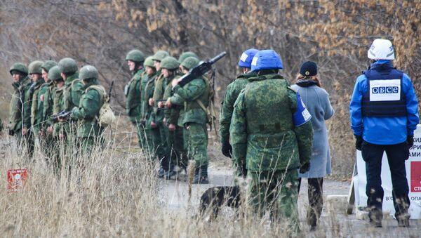 Pripadnici narodne milicije Donjecke Narodne Republike tokom povlačenja snaga u Donjeckoj oblasti Ukrajine - Sputnik Srbija