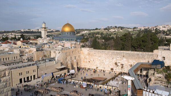Зид плача и џамија Кубат ел Сахра у Јерусалиму - Sputnik Србија