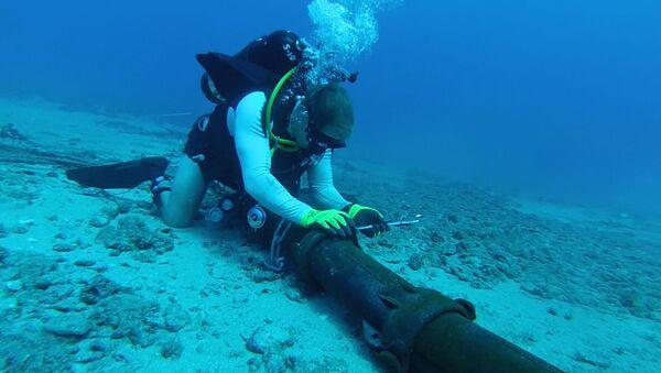 Ронилачки тимови америчке морнарице намештају подводне каблове - Sputnik Србија