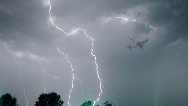 Avion tokom nevremena - Sputnik Srbija