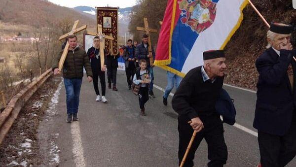 Старац од 99 година, Новак Марковић шета у литији из Мурина ка Андријевици - Sputnik Србија
