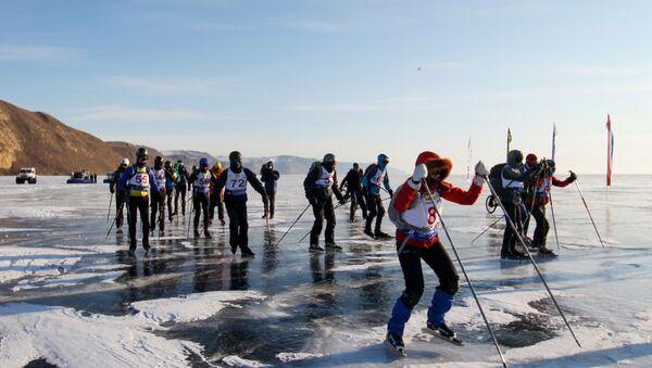 Učesnici ekstremne trke po ledu na Bajkalskom jezeru Ledena oluja - Sputnik Srbija