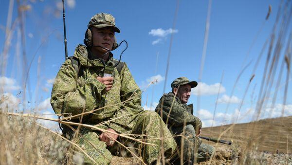 Vojnici na taktičkim vojnim vežbama pomorske pešadije i obalske odbrane na Krimu - Sputnik Srbija