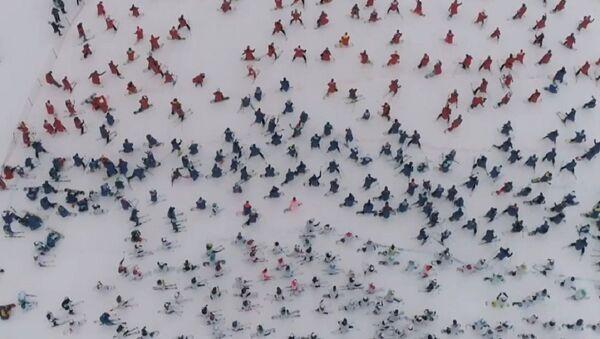 Скијашки спуст у бојама тробојке - Sputnik Србија