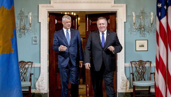 Predsednik privremenih institucija u Prištini Hašim Tači i američki državni sekretar Majk Pompeo na sastanku u Vašingtonu - Sputnik Srbija