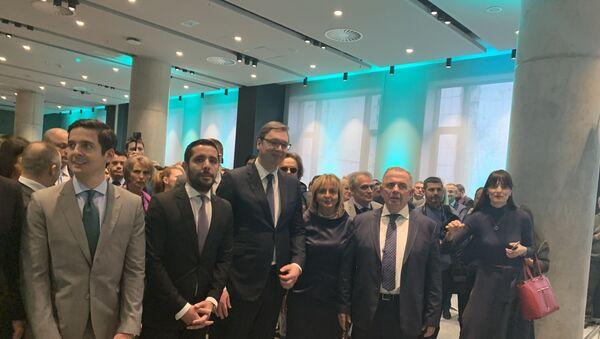 Aleksandar Vučić i porodica Momirović - Sputnik Srbija