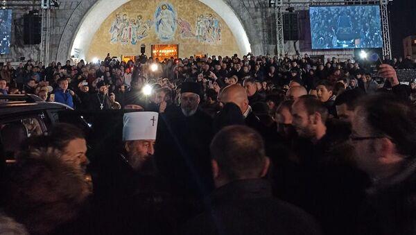 Митрополит кијевски Онуфрије испред храма у Подгорици - Sputnik Србија