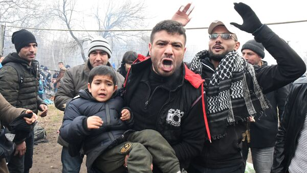 Turske izbeglice u pokušaju prelaska granice - Sputnik Srbija