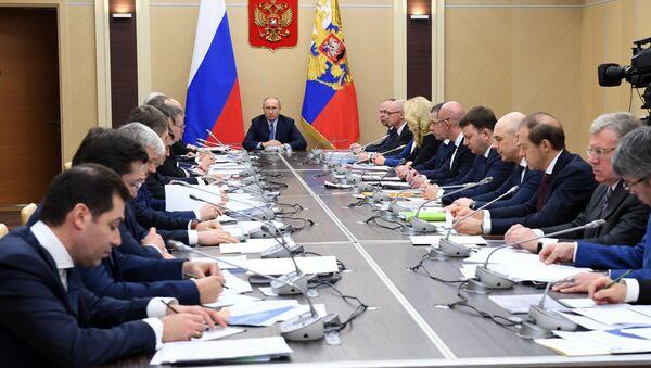 Владимир Путин са члановима Владе - Sputnik Србија