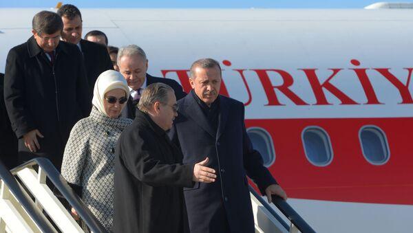 Turski predsednik Redžep Tajip Erdogan izlazi iz aviona - Sputnik Srbija