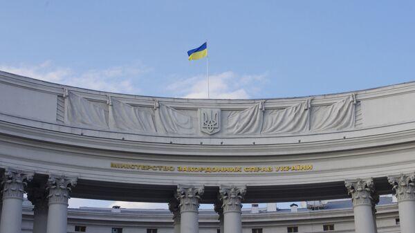 Државна застава на згради Министарства спољних послова Украјине у Кијеву - Sputnik Србија