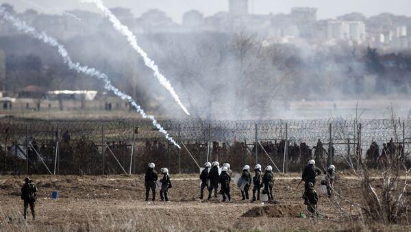 Grčka policija i vojska na granici sa Turskom tokom sukoba sa migrantima - Sputnik Srbija