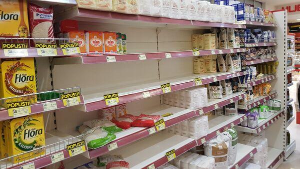 Prazni rafovi u prodavnicama u Podgorici - Sputnik Srbija