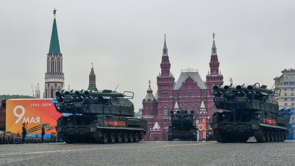 Ракетни системи Бук-М2 на војној паради на Црвеном тргу у Москви - Sputnik Србија