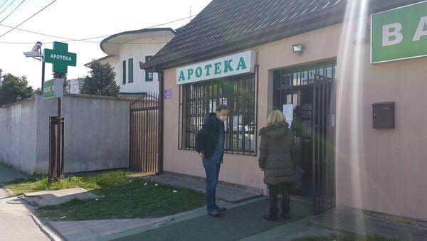 У апотеке се улази - један по један. - Sputnik Србија