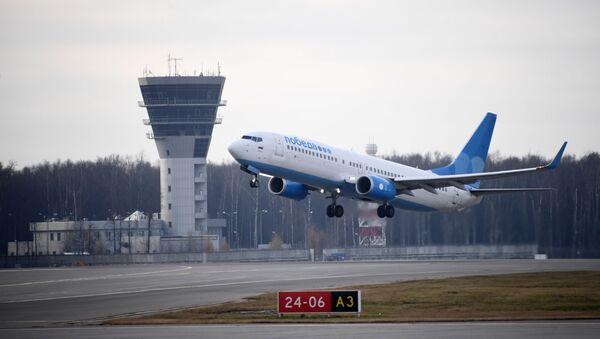 Avion Boing 737-800 avio-kompanije Pobeda na međunarodnom aerodromu Vnukovo u Moskvi - Sputnik Srbija