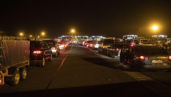 Румунски и бугарски аутомобили на мађарско-румунском граничном прелазу  - Sputnik Србија