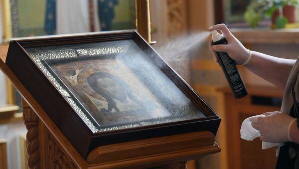 Dezinfekcija ikone u crkvi Svetog Alekseja - Sputnik Srbija