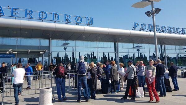 Državljani Rusije na aerodromu u Tivtu - Sputnik Srbija