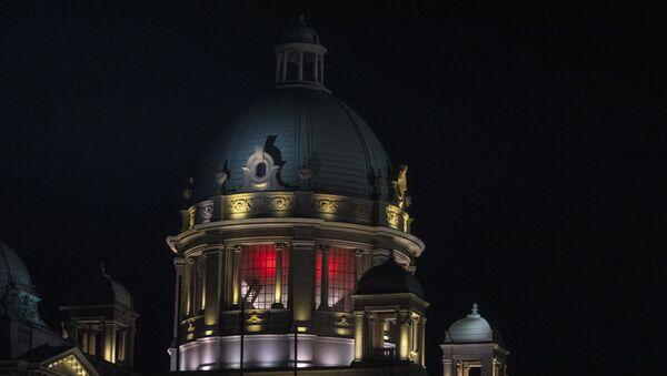 Зграда Скупштине Србије осветљена бојама кинеске заставе. - Sputnik Србија