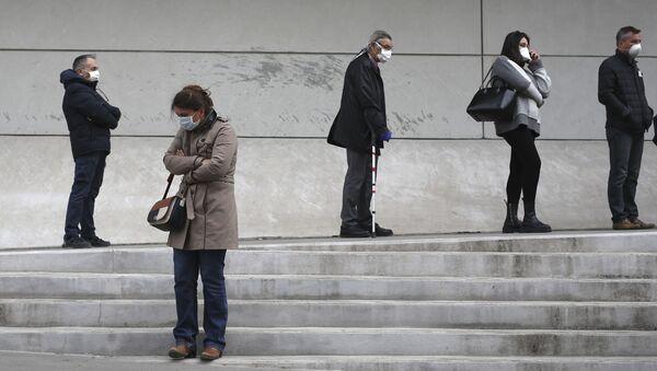 Пацијенти у Француској који чекају тестирање на коронавирус - Sputnik Србија
