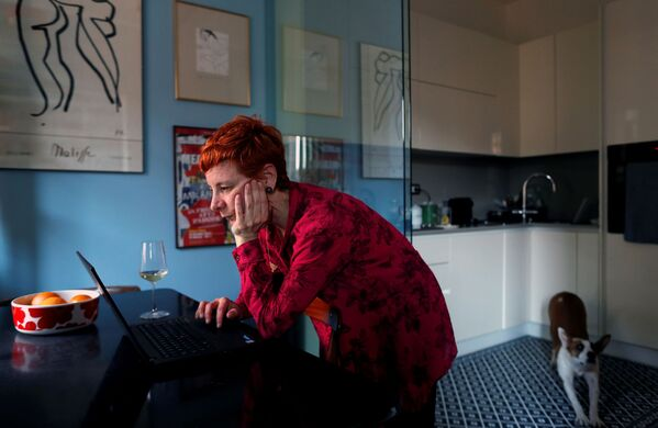 Четрдесетогодишња Франческа Валагуса у својој кући у Риму током радног времена. - Sputnik Србија