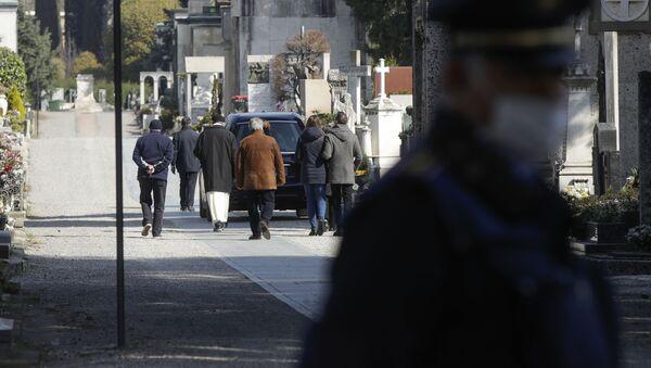 Sprovod u Bergamu u toku epidemije virusa korona - Sputnik Srbija