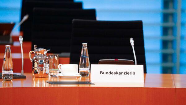 Празна столица немачке канцеларке Ангеле Меркел током редовног недељног састанка њеног кабинета - Sputnik Србија