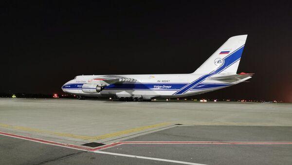 Руски транспортни авион Антонов допремио је из Кине медицинску помоћ за Србију. - Sputnik Србија