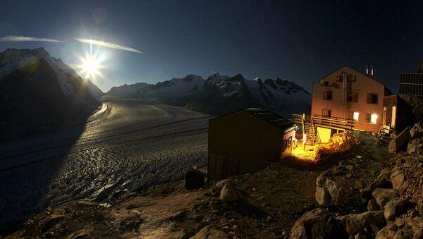 Месец над глечером у Алпима - Sputnik Србија