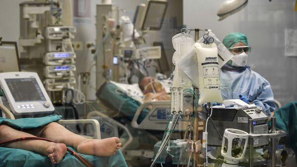 Тешки болесници који се лече од вируса корона у болници у Павији, на северу Италије - Sputnik Србија