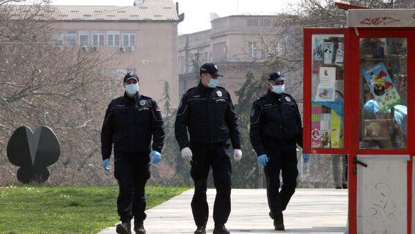 Полиција у Београду, где важе мере забране кретања у свим парковима и јавним површинама намењеним за рекреацију и спорт.  - Sputnik Србија