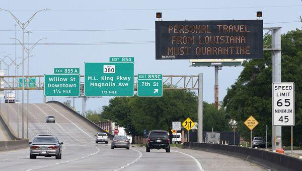 Знакови поред пута упућују на карантин све који путују из Луизијане - Sputnik Србија