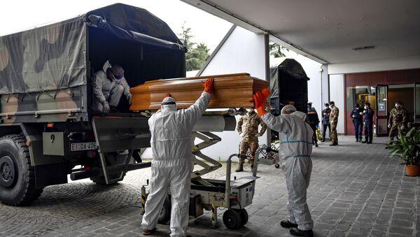Tela preminulih u Bergamu dovoze se u krematorijum na severu Italije - Sputnik Srbija