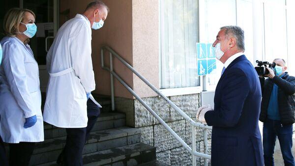 Milo Đukanović u poseti bolnici - Sputnik Srbija