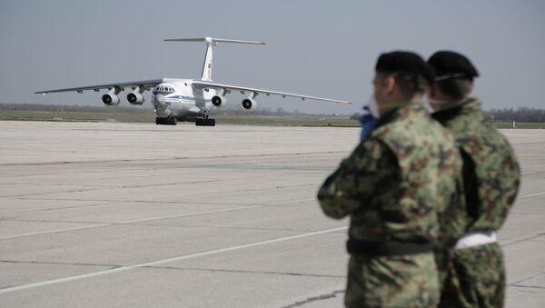 """""""Iljušin"""" sa pomoći iz Rusije na aerodromu u Batajnici - Sputnik Srbija"""